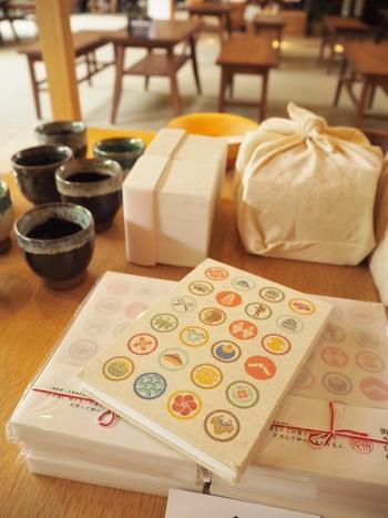 """小田原市にある報徳二宮神社。境内の""""きんじろうカフェ""""で金次郎モチーフの御朱印帳を購入することができます*ぜひ参拝前に購入して、御朱印を頂きましょう!"""