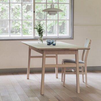 幅160cm×奥行き80cmのテーブルは、料理をたくさんのせられる頼もしいサイズです。