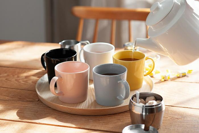 カラーバリエーションが豊富なので、色違いでいくつか揃えるのもおすすめ。ホワイトやリネンは食卓に馴染むカラーです。ハニーはテーブルがぱっと明るくなり、元気が出るカラー。