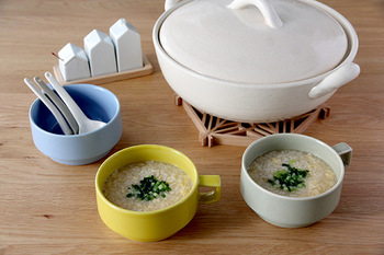 背が低く安定感のあるスープマグ。容量は400ccとたっぷり入るのが嬉しい♪スープだけでなく、ご飯やデザート、飲み物にも使える万能マグです。