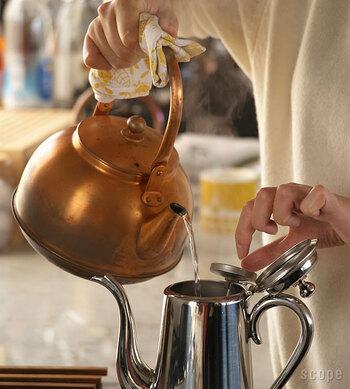 キッチンに立ったら、朝ご飯を作り始める前に、まずはお湯を沸かす習慣を。  そして、1杯の白湯を飲みましょう。
