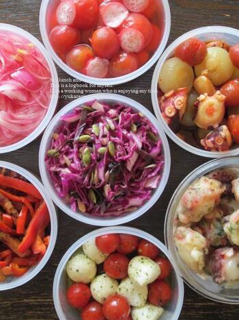 色の濃い野菜は栄養価も高く、積極的に摂りたい食材。簡単に作れる色とりどりのおかずは、時短調理可能な上に栄養豊富で、どうしても忙しくなりがちな日常の生活に最適なレシピです。ぜひ、お気に入りのレシピを使って、目でも食事を楽しみながら、美味しいおかずを堪能しましょう。