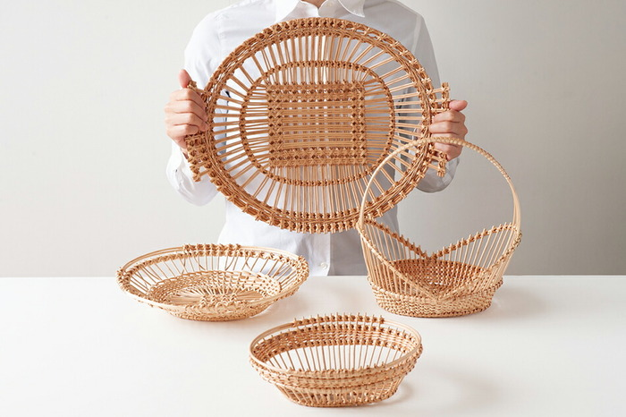 独特の美しい編み方に心奪われるリトアニアのハンドメイドのバスケット。こういった繊細な編みが実現できるのは、しなやかさと耐久性を併せ持つ「コリヤナギ」を使用しているから。生産までにコリヤナギの栽培から一貫して行っており、かご1点1点に生産者の愛情が感じられます。