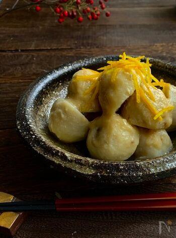 里芋の素材を生かしたおすすめレシピ。里芋のとろみが白味噌とよく合い、ご飯との相性も最高です!意外と簡単にできるので、あまり里芋を使ってお料理をされたことがない方はこの機会に挑戦してみては?