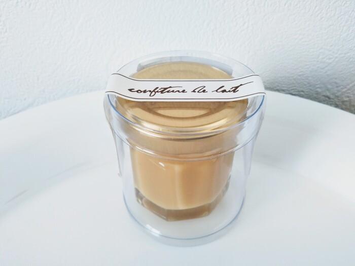 2014年(平成26年)にオープンして以来、話題を集めている「パティスリー アキト」。その代名詞的存在が「ミルクジャム」です。淡路島産の牛乳を丁寧に煮詰め、まるでスイーツのような仕上がりに。ミルクの優しい香りが朝食を特別な時間に変えてくれます。