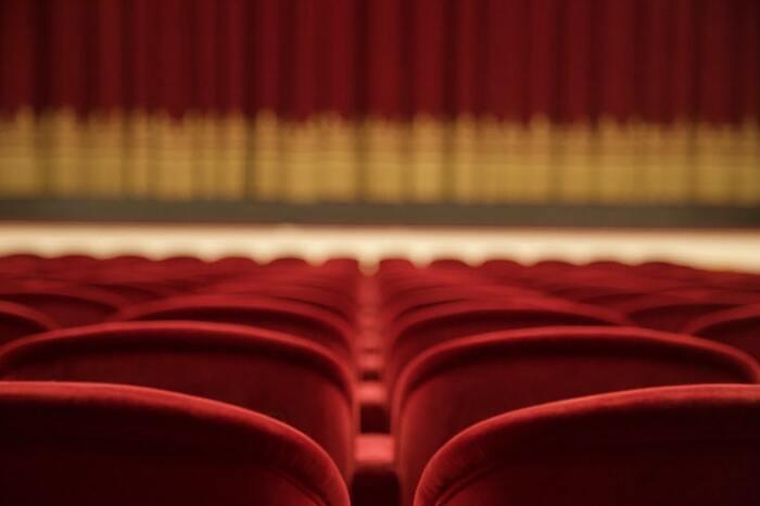 映画検定は、キネマ旬報が主催する映画についての幅広く問う検定。作品や俳優、スタッフだけではなく、映画の歴史や業界についてなど、さまざまな出題があり、1級は非常に難易度が高いことでも知られています。  1級合格者には映画好きの心をくすぐる特典があることでも有名。キネマ旬報ベスト・テンの表彰式への招待や合格者名のスクリーンでの発表、キネマ旬報誌面での発表など…とてもユニークですね♪  さらに、1級合格者のうち、5人の方は和歌山県で行われる映画祭の審査員に就任することもできるそうです。