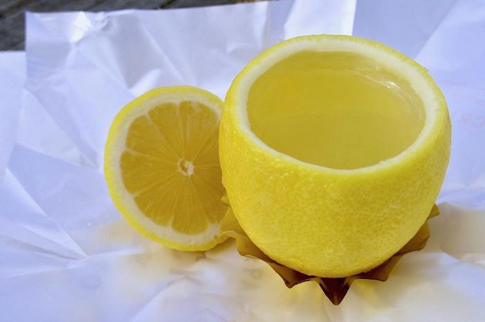 ゼリーはオレンジ、グレープフルーツ、レモンの3種類。レモンはしっかり酸味が感じられますが、とても爽やか。別添えの生クリームと一緒に食べるもおすすめですよ。柑橘系のゼリーは、暑い季節のギフトや妊婦さんへのプレゼントにも喜ばれそうですね。