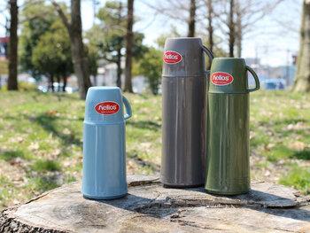 1909年創業のドイツの老舗魔法瓶メーカー「helios(ヘリオス)」の水筒は、ユニバーサルデザインを採用しているので、使い心地がよく子どもも扱えます。保温効力は約40℃以上なら丸1日、約60℃以上なら10時間キープ。熱い飲み物も冷たい飲み物も長時間、温度を持続することができるすぐれものです。あたたかみのあるカラーリングは見ているだけでほっこりしますよ。