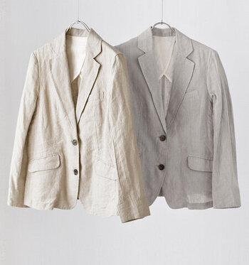 カジュアルもオフィスもOK。気負わず軽い感覚で羽織れるリネンのジャケットは、1着あるとかなり重宝するアイテムです。春先や秋口の肌寒い時期に、真夏の日よけに...お手入れもしやすく、予想以上に出番が多いので、クローゼットの中でも、使用頻度高めなエリアにキープしておくことをおすすめします。