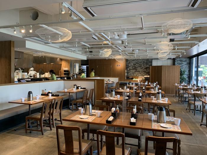 日比谷シャンテ別館にある「添好運(Tim Ho Wan / ティム・ホー・ワン)」は、香港で4年連続ミシュラン3つ星を獲得した広東料理店で点心師を務めたシェフ開いたレストランです。ジュアルながらも本物の味を追求し、オープン翌年にはミシュラン1つ星を獲得。香港の食通も納得の名店として知られています。