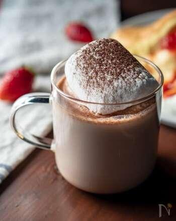 食後のドリンクとして、アメリカンなマシュマロココアはいかがでしょうか?ココアには甘みをつけず、マシュマロの甘みで楽しみます。ディナーを締める一杯として、ゆったりといただきましょう。