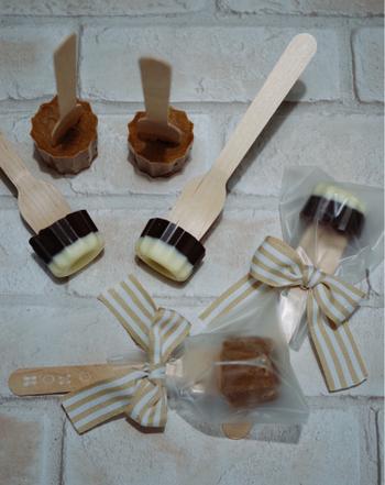 フォークが刺さって食べやすい、カフェオレ風味のチョコレート。かわいくラッピングしたらプレゼントにもおすすめです。