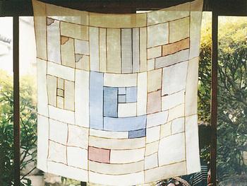 韓国の伝統の布工芸として知られる、「ポジャギ」。  「ポジャギ」とは、日本の風呂敷のように、いろいろな用途に使える布のことです。パッチワークの手法で作られる「チョガッポ」のほか、刺繍入りのもの、刺し子風のものなど多くの種類があります。