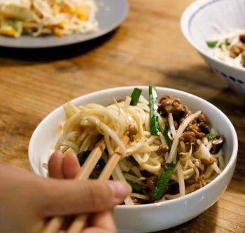 小腹が空いた時やおやつに、手軽に食べられる麺類。すごく美味しいですよね。醤油といっても台湾醤油を使って味付けすれば、普段とはひと味違う美味しさが味わえます。