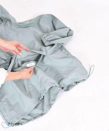 前ポケットをひっくり返しながらボディを入れ込んでいくと、ポーチサイズに収納できます。収納袋をなくして探し回る…なんていう心配も無用です。