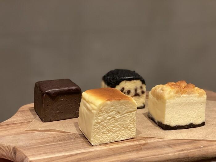 こちらのお店で人気の4種類のチーズケーキを詰め合わせにしたセット。キューブ型になっているので、食べやすく、とてもおしゃれな雰囲気です。「KAKA」、「プレミアムKAKA」、「ショコラ」、「NY」が入っています。