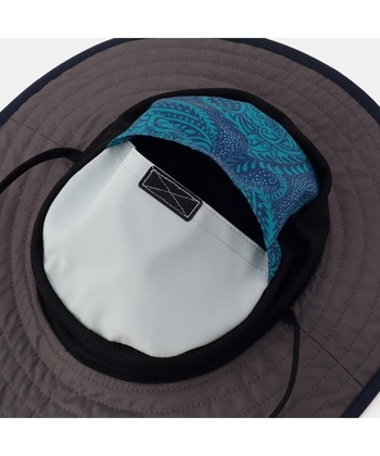 帽子内部のポケットを裏返すとパッカブルになるので、コンパクトに携帯できるのもうれしいポイント。