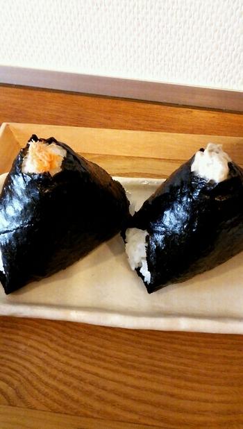 ツナマヨやこんぶなどの定番をはじめ、いぶりがっこチーズや煮あなごどなどオリジナルのおにぎりも。有明産の海苔で包むおにぎりは、シンプルながら贅沢なソウルフードです。