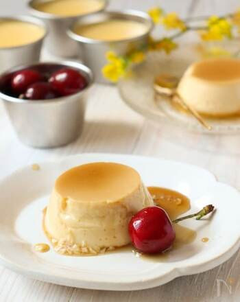 卵と牛乳、砂糖だけのシンプルな材料でできるプリン。卵や牛乳は肉や魚と同じように丈夫な爪を作る材料になります。カラメルソースを作らず、ハチミツやメープルシロップをかけて食べても美味しいですよ。