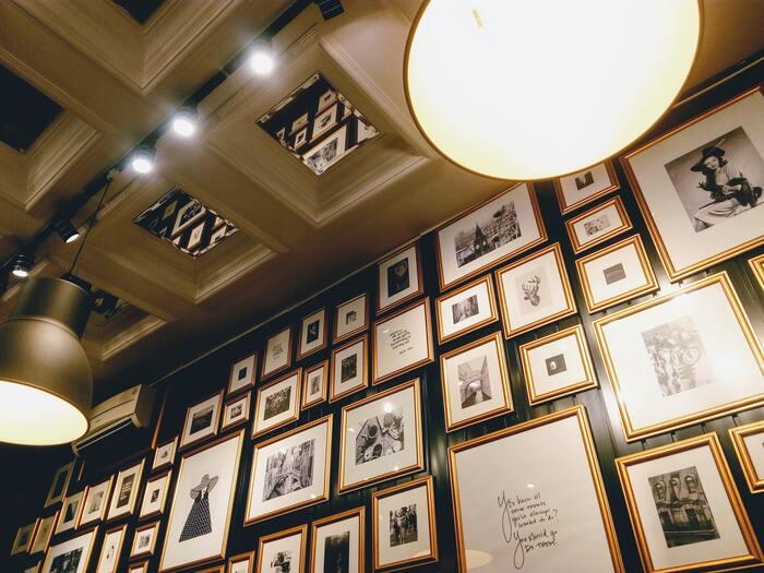 また、美術館よりも作家さんとの距離が近く、偶然在廊していた作家さんと言葉を交わしたり、気に入った作品をそのまま購入できたりすることもあります。ゆったりアート鑑賞をしながら、自分だけのお気に入りに出会う。今日はいつものカフェ時間の代わりに、そんな一味違ったひとときを過ごしてみませんか?