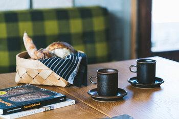 「Arabia(アラビア)」社で大人気のデザイナー、Ulla Procope(ウラ プロコッぺ) がデザインしたカップ&ソーサーです。1点1点に個体差のあるヴィンテージ食器なので、自分だけのティーセットでお茶を楽しむことができますよ。