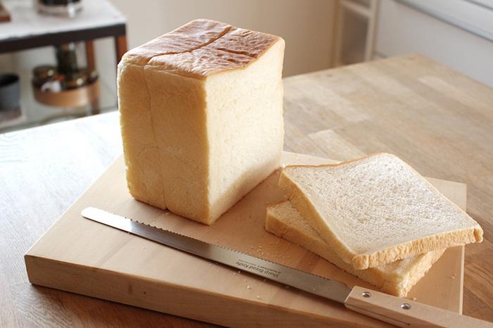 2種類の波形の刃で、どんなパンでもスパッと切れる包丁です。ふわふわの食パンをサンドウィッチ用に薄くスライスする時も、綺麗な形を保てますよ。