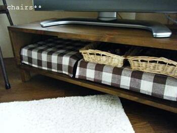 木材で作った箱に端を付けたシンプルタイプのテレビ台。構造がわかりやすいので、自分好みのサイズ感で作りやすいのでは? こちらも、組み立てる前にペイントはしておいたほうが良さそうですね。