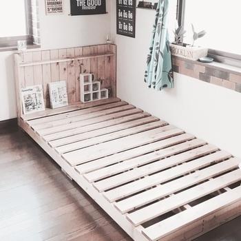 ベッドボードのデザインや高さ、幅など、意外と好みのベッドが見つからないという経験をした方もいるのでは? 大きくスペースを取る、そして、寝る場所だからこそ、お気に入りのベッドがいいですよね。 それなら、やっぱりDIYでゼロから作るのがおすすめです。