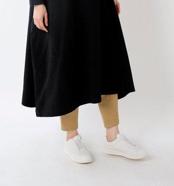 """「日々に""""ちょうどいい""""フィットウェア」をコンセプトに作られたムーンスターの新作「810s」シリーズ。食品・厨房シューズから着想を得た「KITCHE」は履きやすく耐久性もしっかりと。上品な丸いフォルムがかわいらしいデザインです。"""