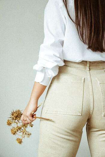 ランジはお尻にある大殿筋をダイレクトに鍛えられるので、引き締まった丸みのある美尻を目指すことができます。トレーニングの量や負荷を変えて筋肥大させれば、メリハリのある女性らしいスタイルに近づけますよ。