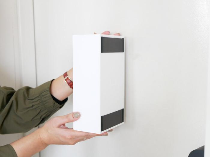 縦長のタイプは上下に幅広のマグネットが付いています。2本のマグネットでしっかりとドアなどに付いてくれるので、安定感があります。
