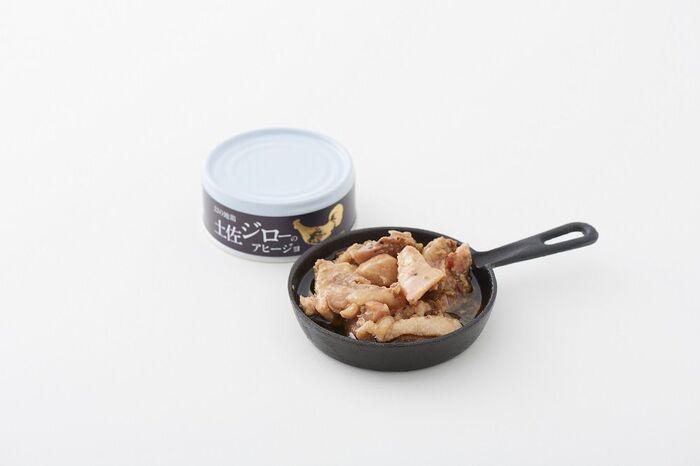 高知県の地鶏「土佐ジロー」のアヒージョ。市場流通している鶏肉とは肉質が異なるので、家庭でおいしく料理するのが難しい土佐ジローを手軽においしく食べてもらえれば…という思いから開発されたそうです。