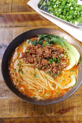 練りごまなどがなくても作れる、濃厚な担々麺レシピ♪スープに良く絡む、ちょっと太目の麺で作ってみてくださいね。お家で作るので、辛さはお好みで♪