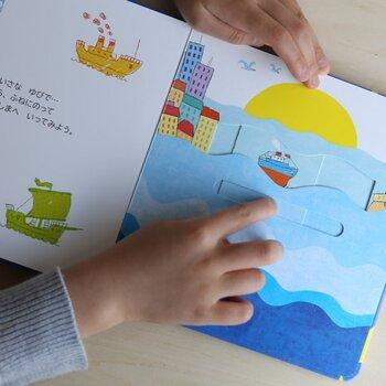 1、2歳の小さなお子さまのちいさな指でも扱いやすくできています。厚めの紙でつくられているから、壊れにくいのもうれしいですね。