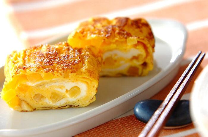 いつもの卵焼きに入れるだけの「お漬物の卵焼き」。たくあんの甘味と卵の相性がとても良く、触感も楽しい一品です。お弁当のおかずやお酒のお供にも最適。たくあん以外のお漬物でもできるので、いろいろな味を試してみましょう。