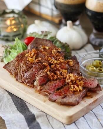 特別な日はもちろん、今日はお肉をがっつり!という日には、やっぱりステーキ。ガーリックたっぷりで、ご飯もお酒も進みます。ちょっと疲れた日のパワーチャージにも♡