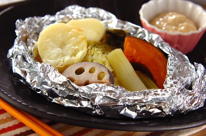 お野菜の甘味を楽しめるホイル焼き。焼いたガーリックを加えたソースで、お野菜だけでも食べ応えのある一品です。