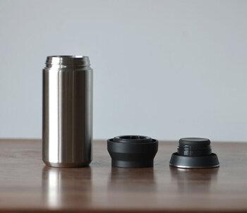 ステンレスボトルは数あれど「KINTO(キントー)」のタンブラーほどシンプルなタンブラーは見たことがありません。  360度どこからも飲めるストレスフリーなデザインと、パッキンは別売されているため、劣化しても交換して永く使い続けられます。