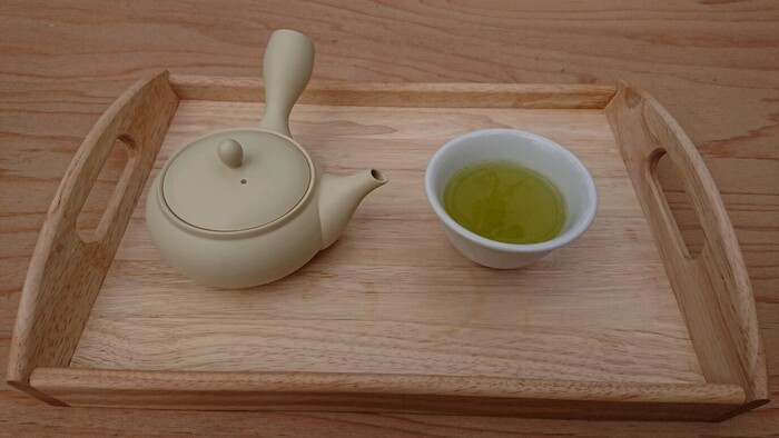 急須で丁寧に淹れるお茶は、ペットボトルとはひと味もふた味も違う深い味わいです。和紅茶やほうじ茶もあり、お代わりもできるのでゆったりとティータイムを楽しめます。