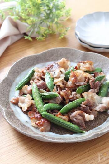 こちらは、塩・コショウと鶏ガラスープの素のみで味付けが完成する、失敗知らずのお手軽レシピです。豚バラはカリカリになるまでしっかりと炒めることで、香ばしさをプラス!脂も抜けるので、ヘルシーに仕上がります。