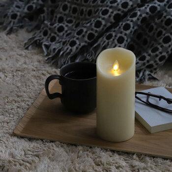 夜寝る前や、就寝中に真っ暗な状態だと不安になるという方にも、LEDキャンドルなら気兼ねなく灯しておくことができます。自然な炎の揺らぎを再現した、リアルな質感を体験してみませんか?
