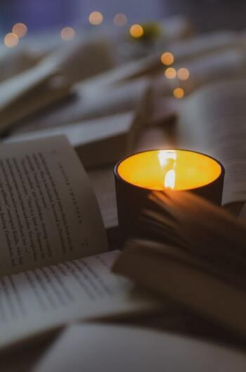 いつもの読書時間も、キャンドルの灯の中で読めば、さらに物語の世界に引き込まれていきそう。ファンタジーや昔話をじっくりと読み進めていきたくなります。