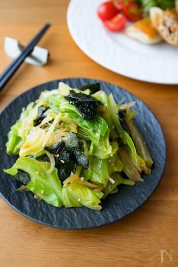 さっと茹でたキャベツともやしを中華風の副菜に。海苔の香ばしい風味がいいアクセントになります。