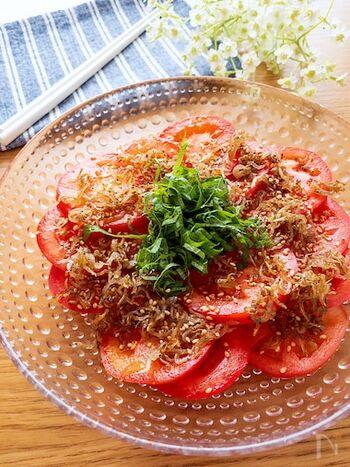 トマトの甘さとちりめんじゃこの塩気がマッチしてとってもおいしい♪トマトを消費したいときにもおすすめです。