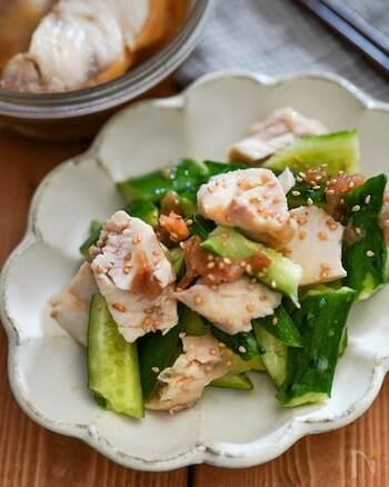 梅のさっぱり感がうれしい、お箸が止まらないやみつきサラダ。食欲の出ない日でももりもり食べられます。
