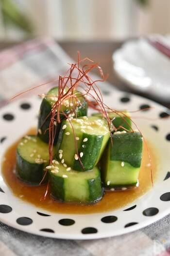 ポリポリ食感がおいしいきゅうりの副菜おかず。5分もあればできる簡単おいしいレシピです。きゅうりをたくさんいただいた時の消費にも!