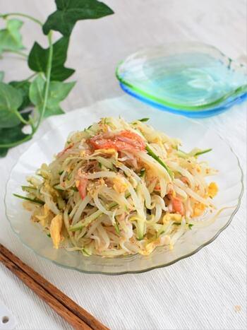 冷やし中華風の味付けでさっぱりと食べられるサラダ。中華麺ではなくもやしを使うのでとってもヘルシーで低カロリーです。