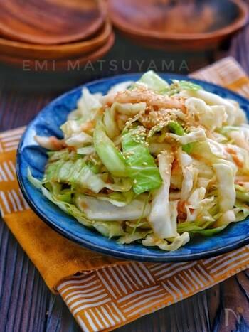 ポリ袋を使って簡単に作れるサラダ。ツナ缶を加えることでコクと旨味がアップします。