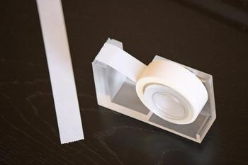 もちろんテープカッターを使っても◎。カビ防止剤などのマスキングテープを用意する方は、一つ専用のテープカッターを用意して、他のマスキングテープと混ざらない様にしておくのが良いかもしれませんね。