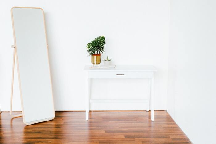 新居では古い家具のサイズが合わないということも多いので、引っ越しの際は必要最低限の物だけ持っていく方がおすすめです。置き場所に困って処分することになるケースも多いため、気分を心機一転させるためにも新調した方が快適に過ごせます。
